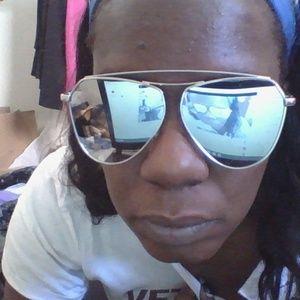 TAHARI sun glasses